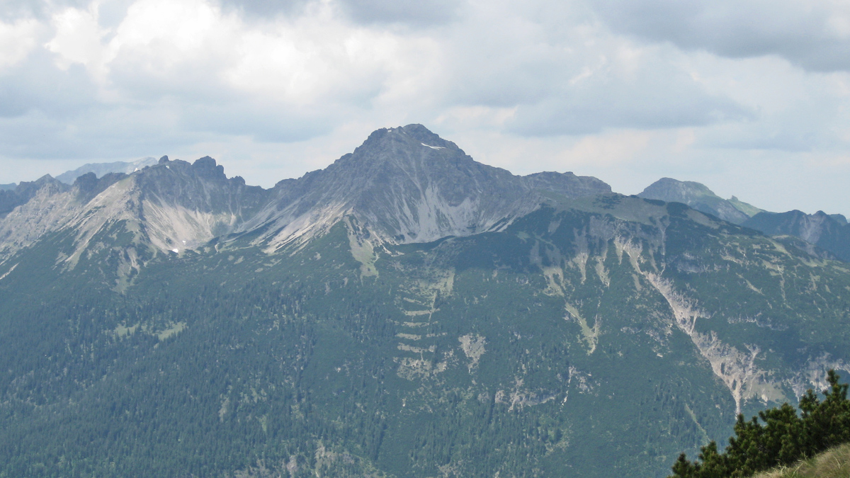 die Leilachspitze aus Südost - darunter das Krottenkar (li.) und die Kleine Notländ