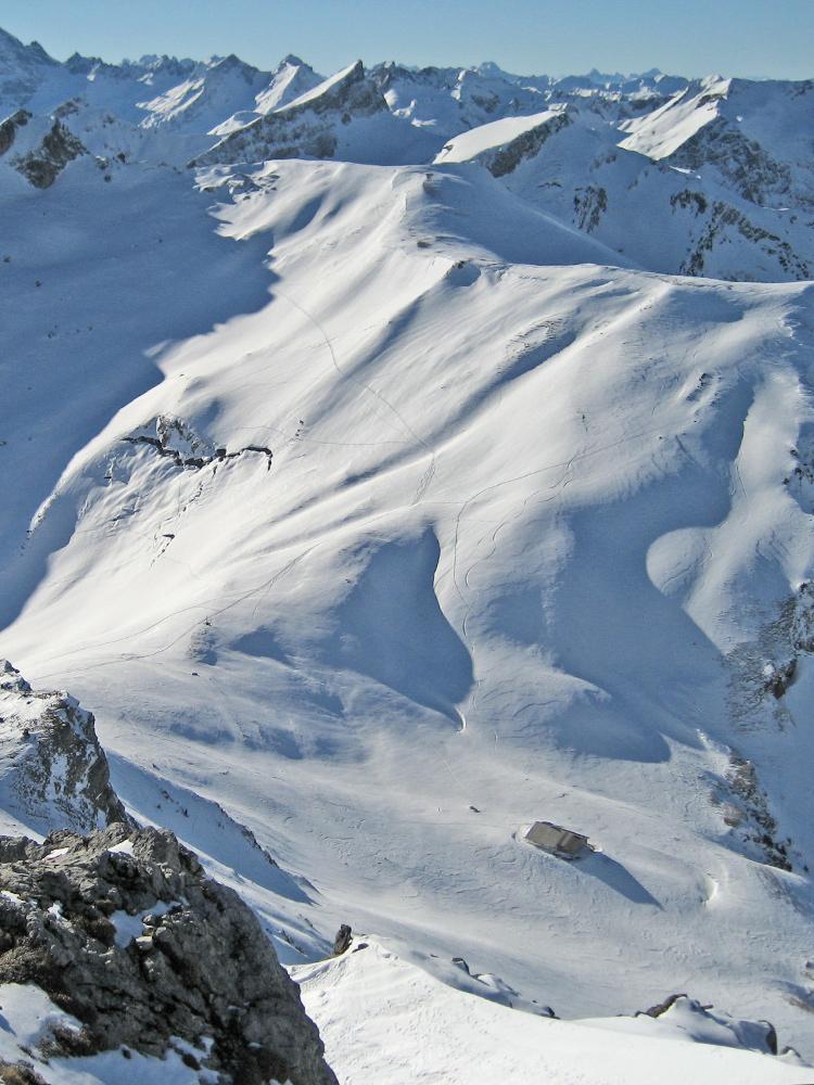Gipfelblick von der Sulzspitze hinab zur Gappenfeldalpe