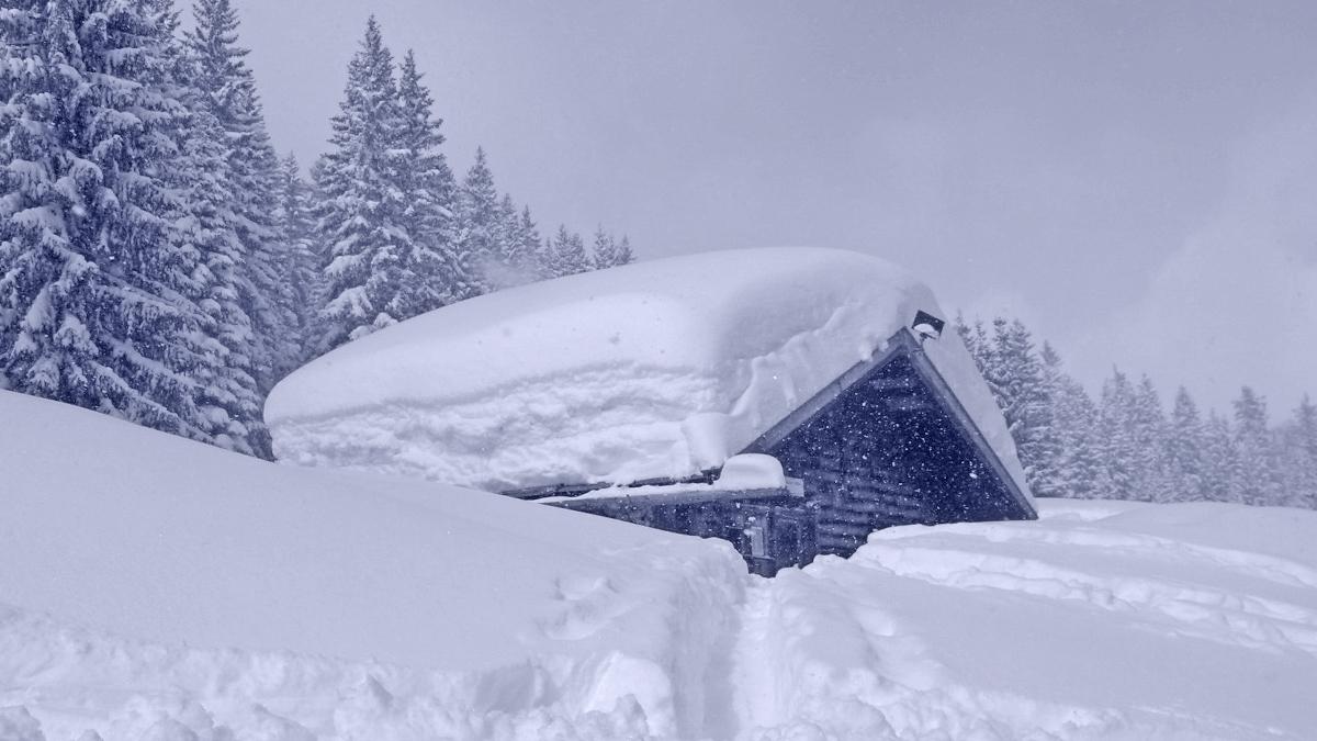 bei beachtlichen Neuschneemengen (Mitte März 2006) an der Sulztalhütte vorüber hinauf in Richtung Schallerkapelle