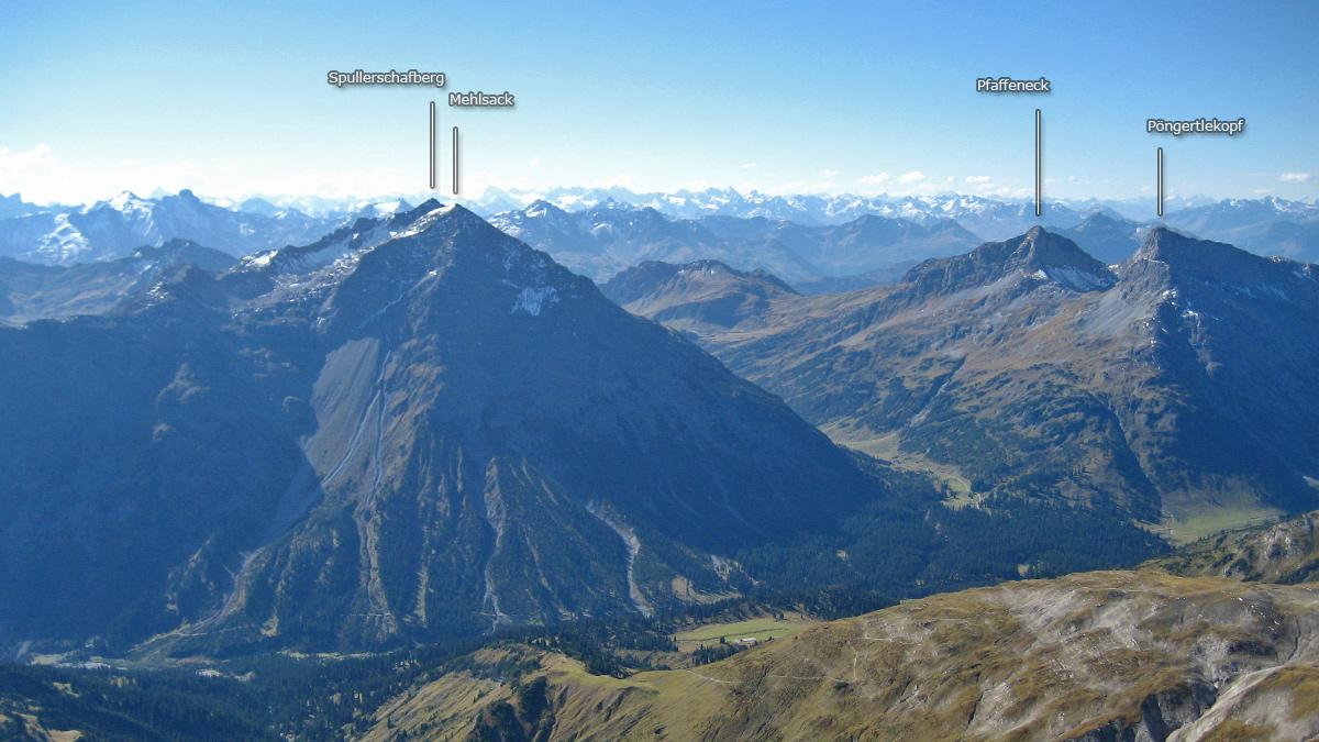 die Gipfel über dem Tal mit dem noch jungen Lech