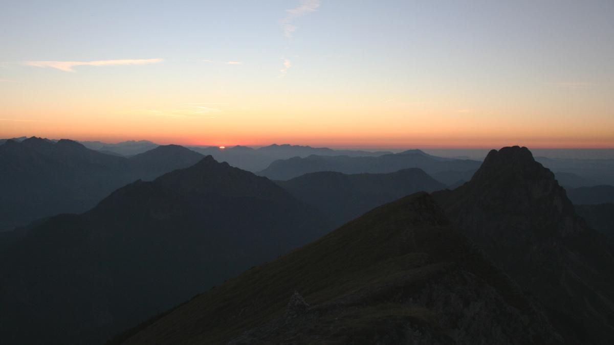die Sonne verschwindet am Horizont