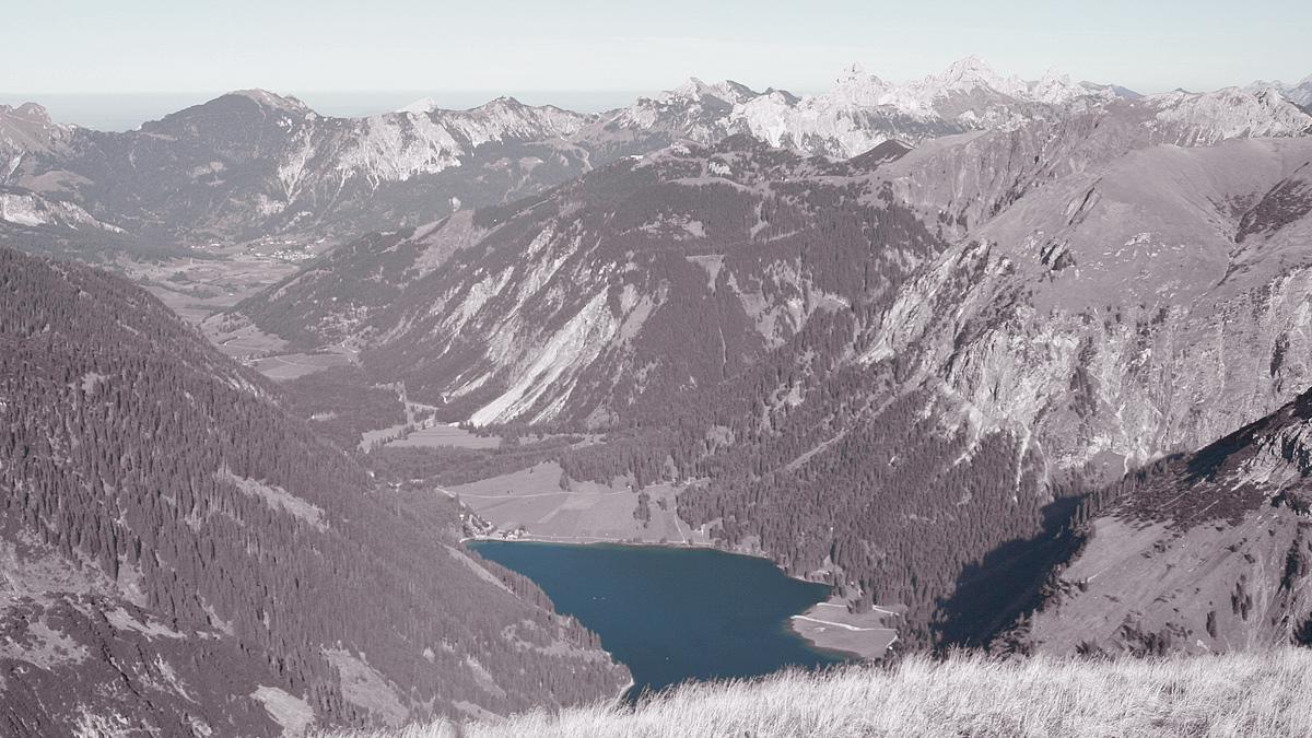 Gipfelblick von dem Kugelhorn durch das Vilsalptal hinaus zum Tannheimer Tal