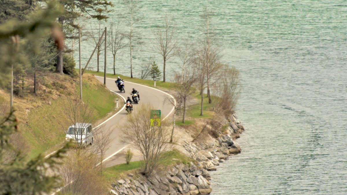 Motorräder auf der Planseestraße