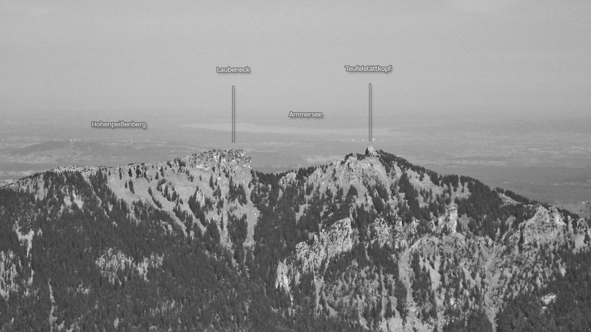 das Laubeneck und der Teufelstättkopf - im Hintergrund der Hohe Peißenberg und der Ammersee
