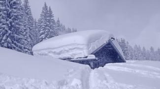 Sulztalhütte im Schnee