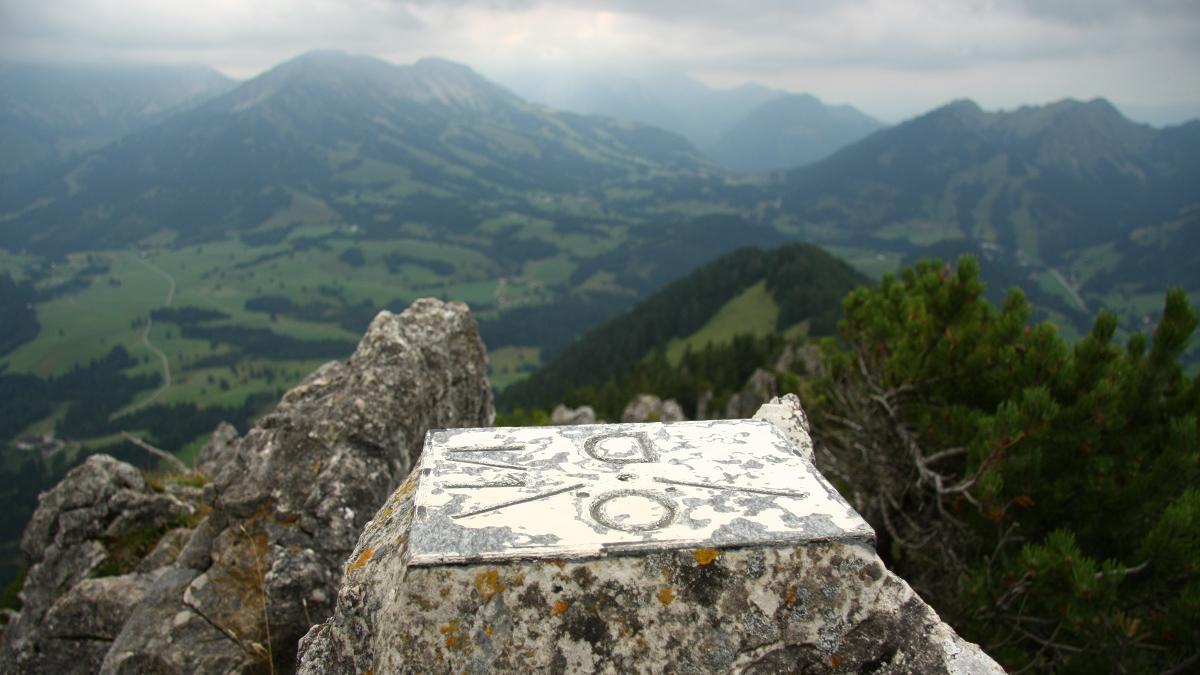 der Zinken-Gipfel trägt auch die Staatsgrenze bei Jungholz