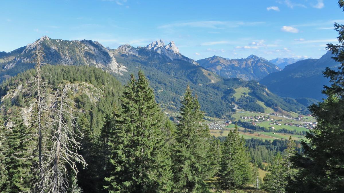 Zustieg zum Einstein über dessen Ostgrat - Ausblick über das Tannheimer Tal