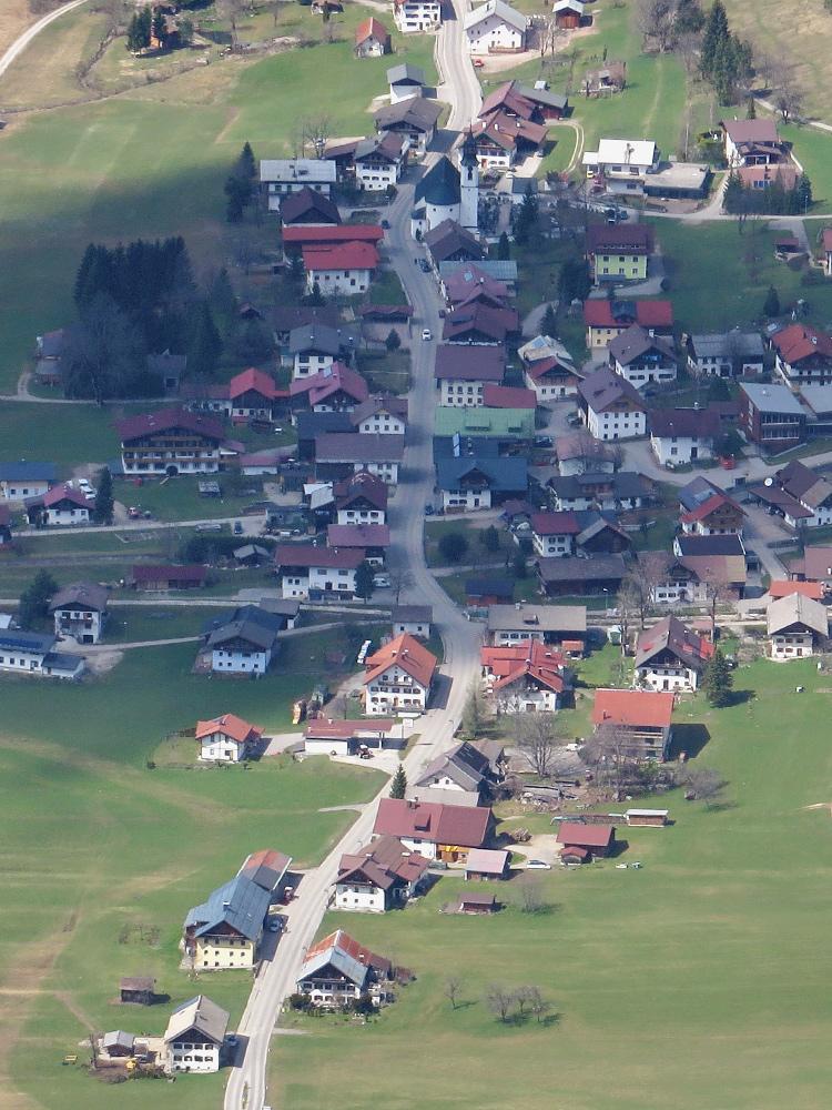 ein typisches Straßendorf - Nesselwängle