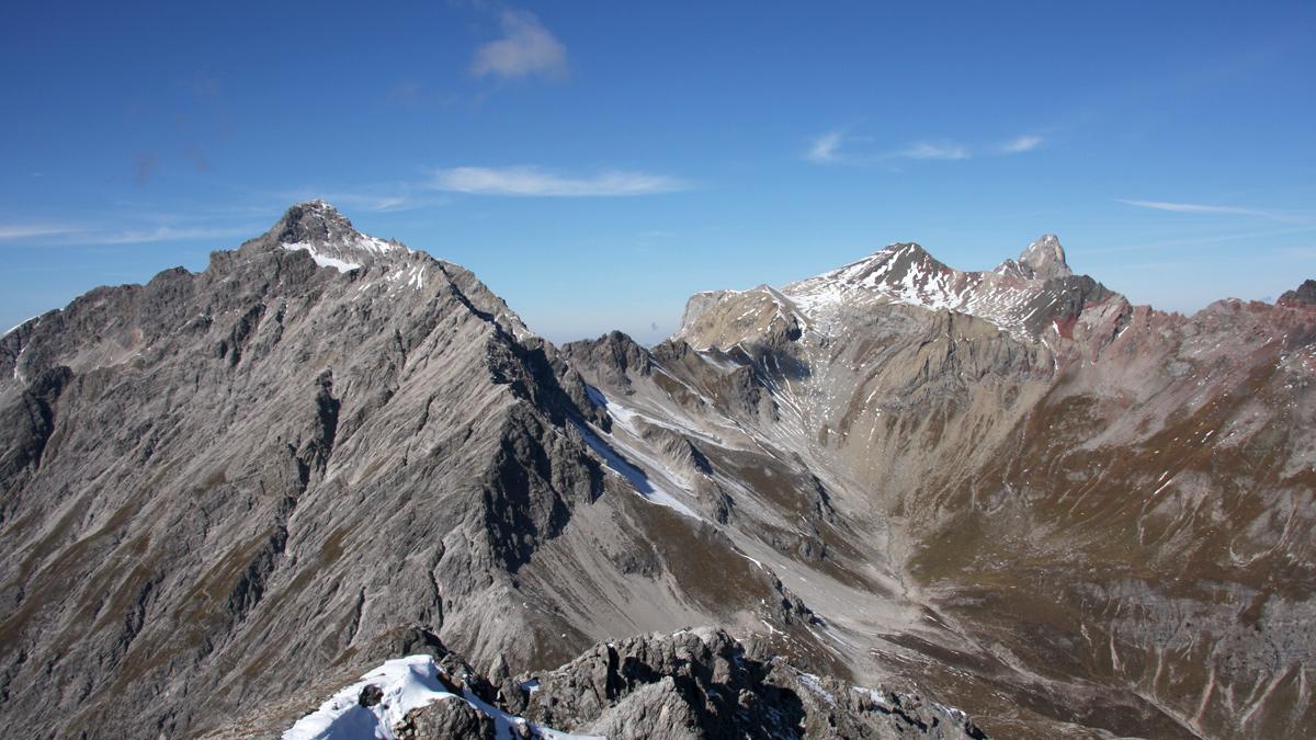 Gipfelblick von der Samspitze hinüber zu Vordersee-, Feuer- und Holzgauer Wetterspitze