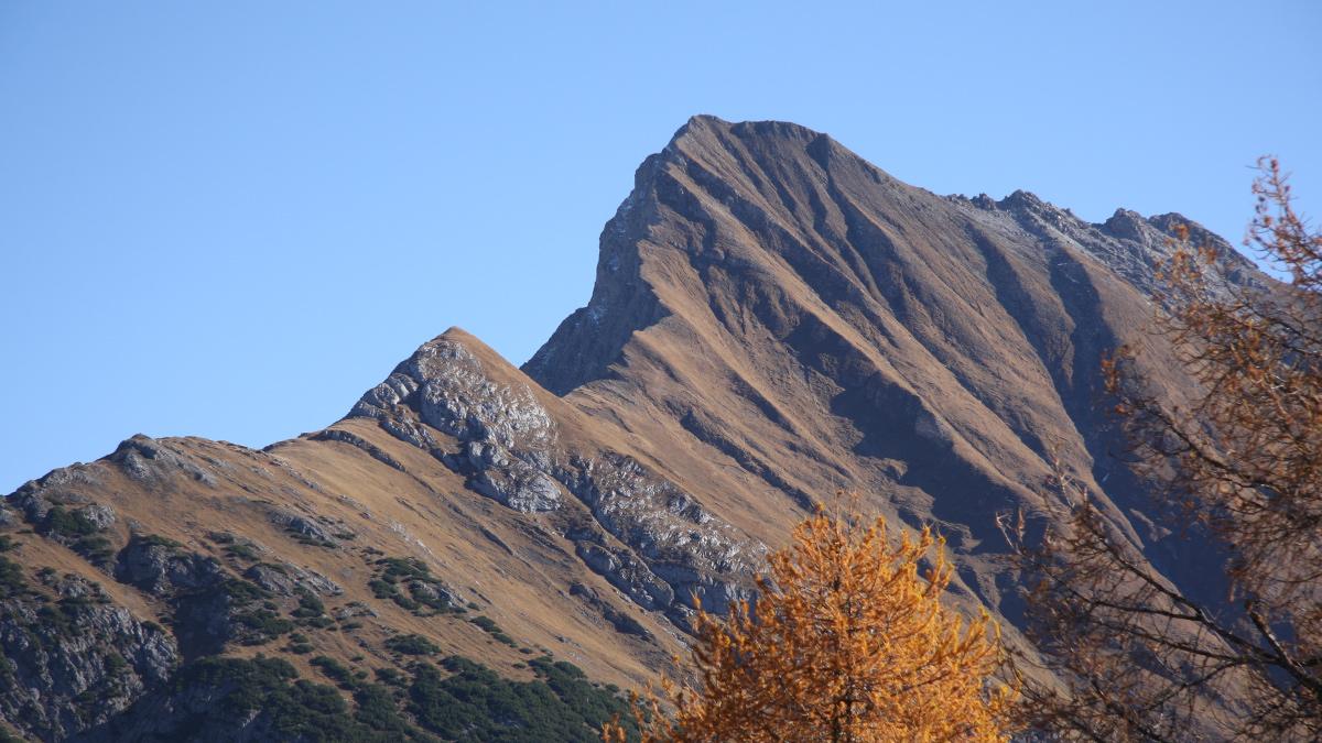 die Oberlahmsspitze mit ihrer scharfen Nordwest-Kante