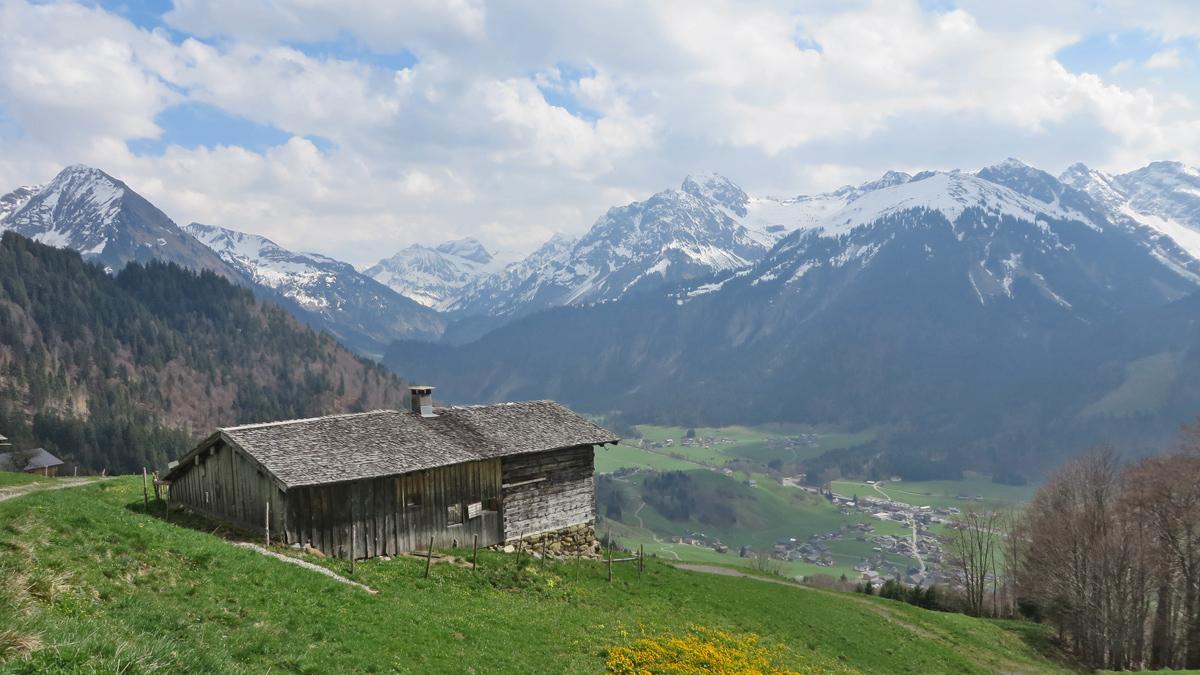 ein alter Hof der Walsersiedlung Berngat oberhalb von Rehmen (Schoppernau)
