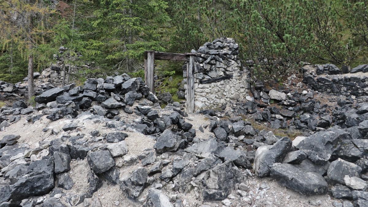 die Bergwerke auf der Silberleithe produzierten zu ihren Hochzeiten rund 140 Tonnen Blei jährlich - der Verfall der Blei- und Zinkpreise nach dem 1. Weltkrieg hatte jedoch die Schließung der Gewerke im Jahre 1921 zur Folge