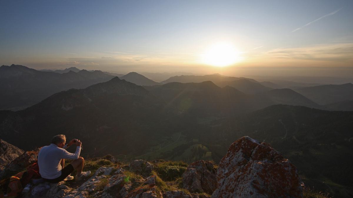 der Sonnenuntergang - ein beliebtes Motiv auch am Gipfel des Aggensteins