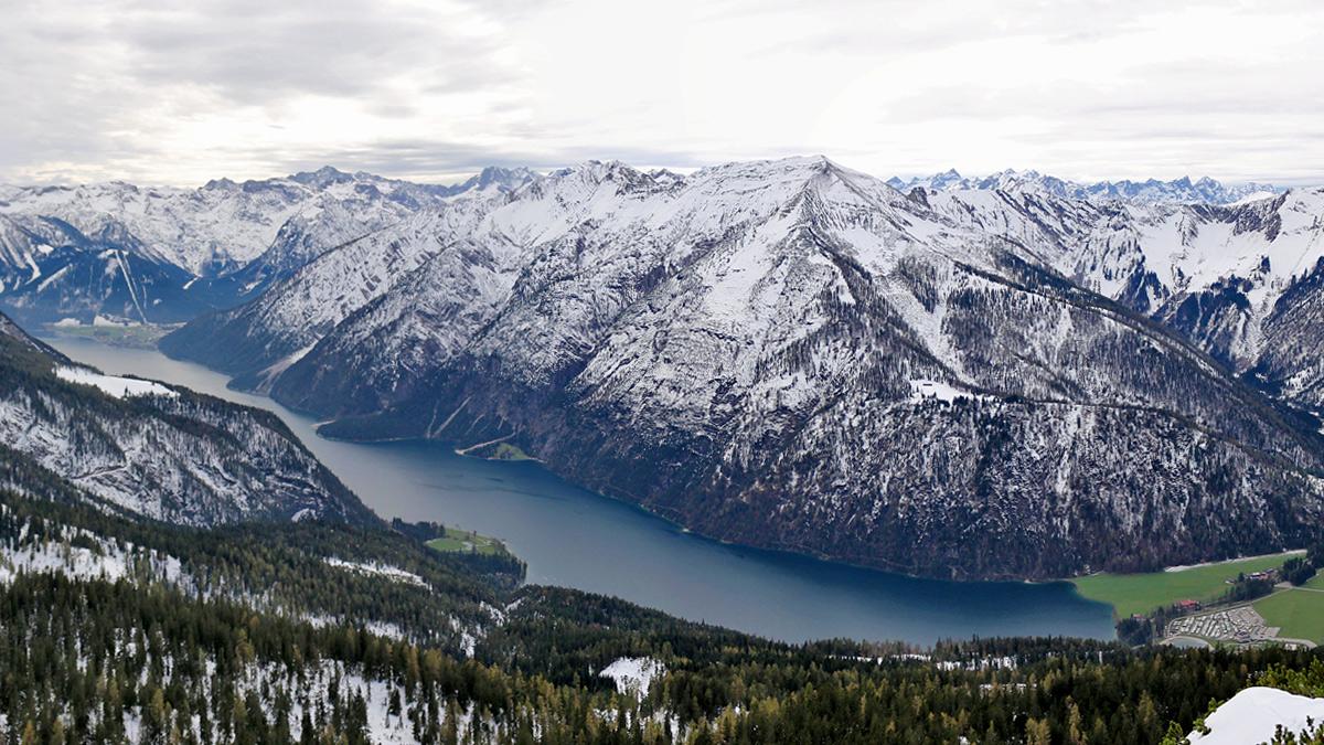Blick vom Unnütz-Südgrat zum Achensee und hinein in das südöstliche Karwendel