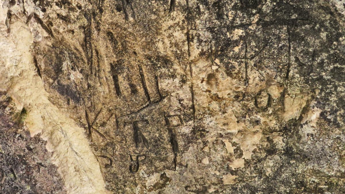 die Felsritzungen am Hirtenstein im Geißbachtal bei Ehrwald gehen wohl auf das frühe 20. - vielleicht sogar das 19. Jahrhundert zurück