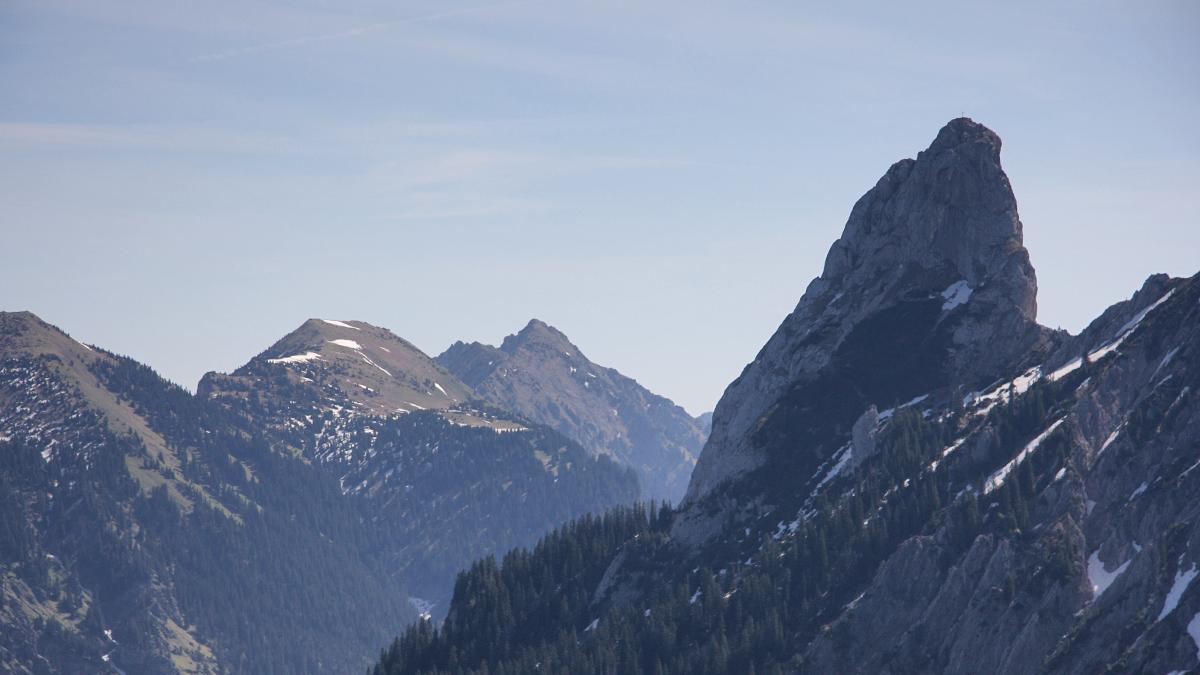 das kecke Horn des Geiselsteins - in der Bildmitte im Hintergrund die Große Klammspitze