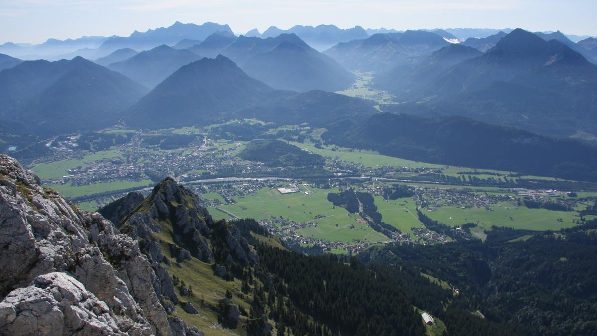 eine eindrucksvolle Aussicht bietet der Blick von der Gehrenspitze gegen Südosten