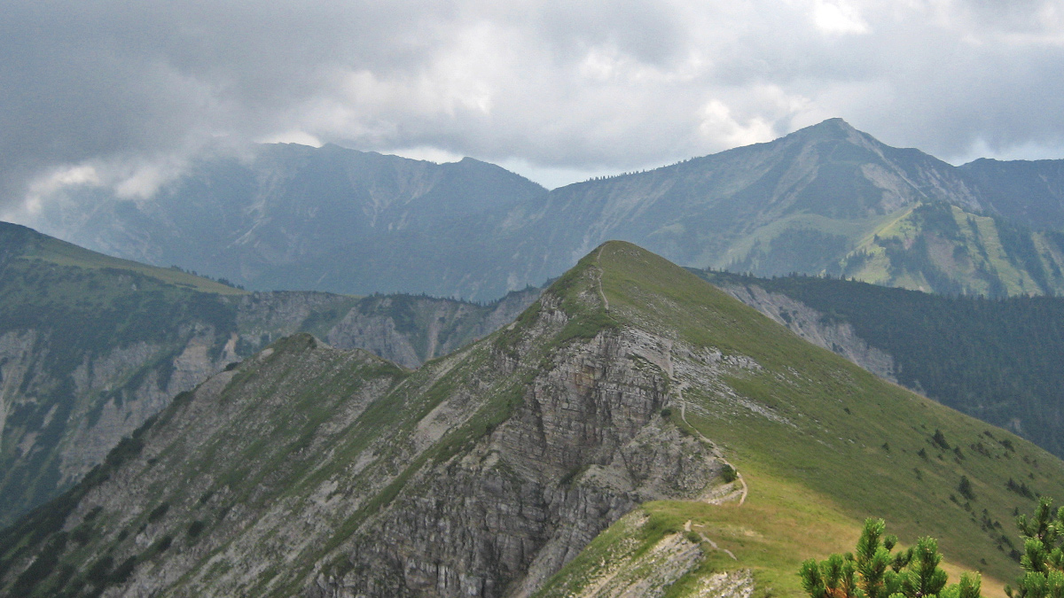 vom Kienjoch geht es über den Geißsprungkopf weiter in Richtung Windstierlkopf und Enningalm
