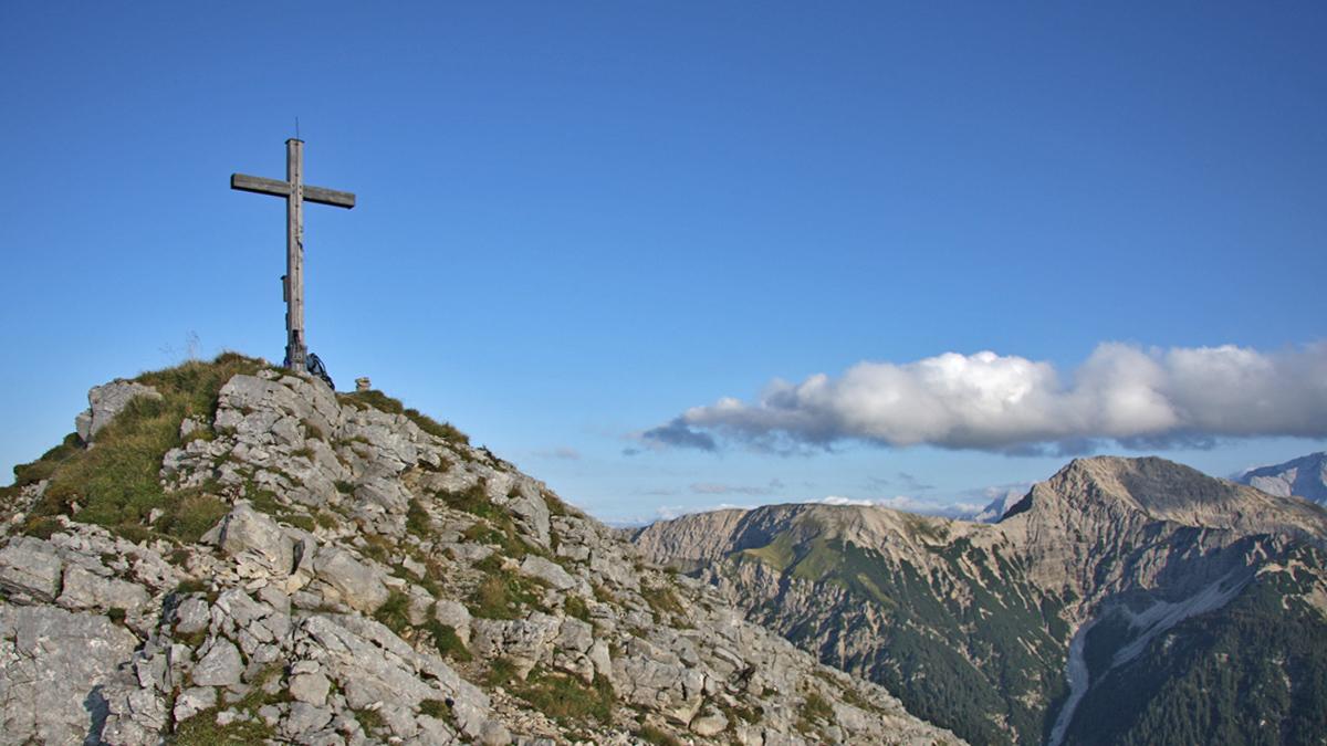 am Gipfel der Scheinbergspitze - rechts der Kuchelbergkamm und die Kreuzspitze