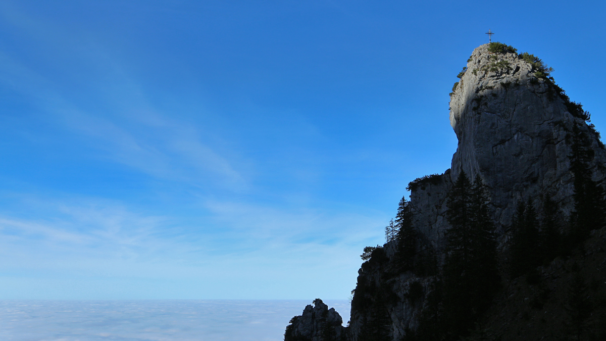 unterwegs im Kessel mit Blick auf den Felszapfen des Franziskaners