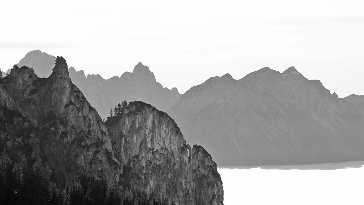 Blick auf die Gelbe Wand - dahinter die Tannheimer Berge