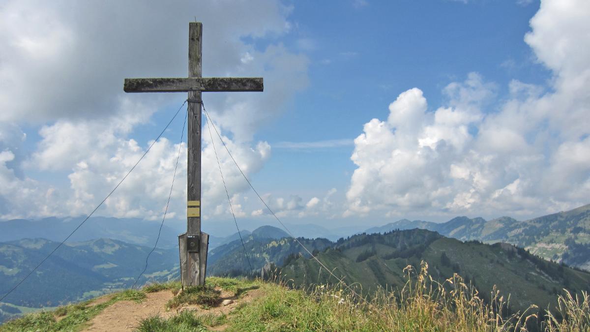 am Gipfel des Siplingerkopfes mit Blick gegen Westen