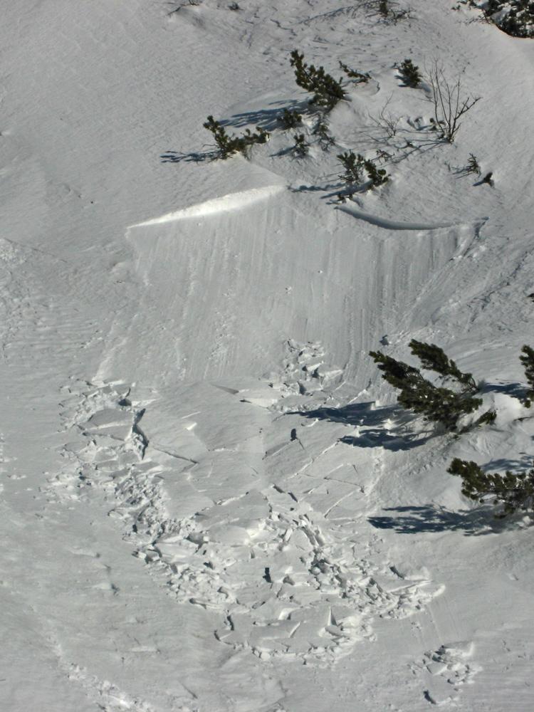 der windverfrachtete Schnee konnte keine Bindung zum Untergrund herstellen