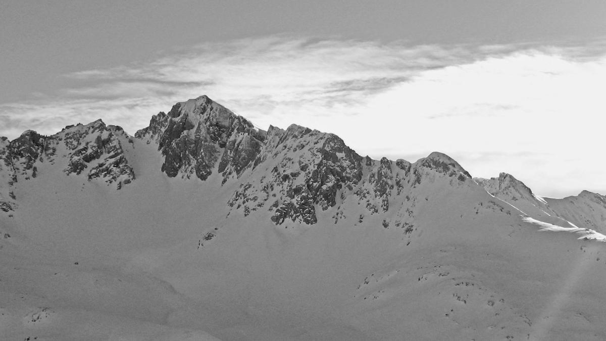 Ausblick vom Hahnleskopf auf die Rotschrofenspitze und ihren Westgrat