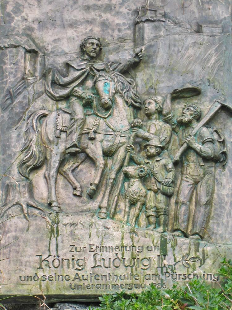 die Gedenktafel zu Ehren des Bayernkönigs Ludwig II. in der Nähe der Pürschlinghäuser