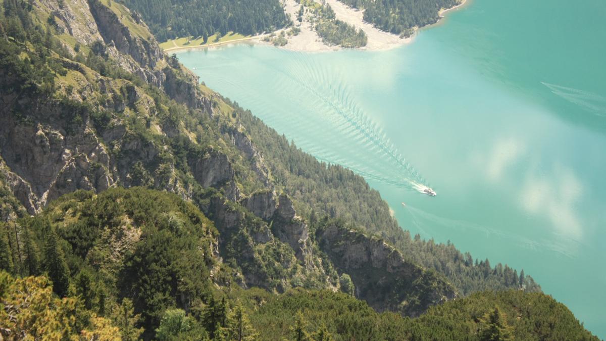 Blick vom Tauern hinab auf den Heiterwanger See