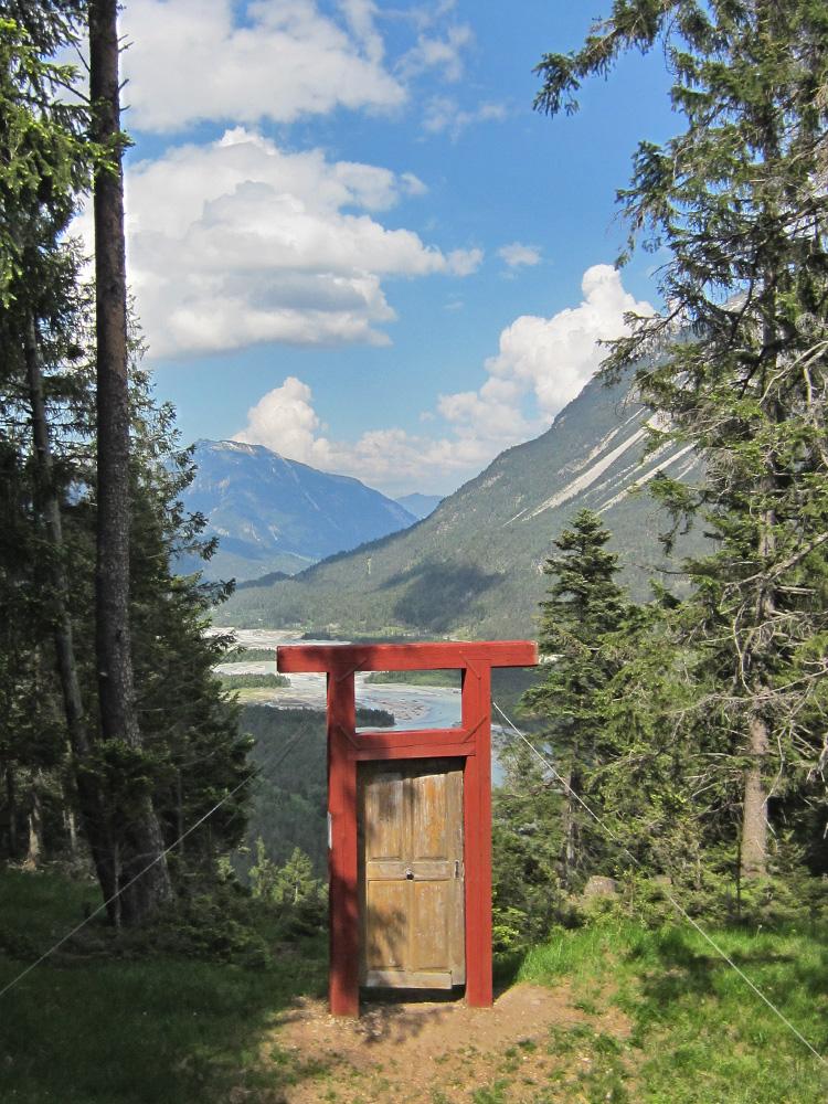die Porta Alpina am Baichlstein - die Installation des Allgäuer Künstlers Guenter Rauch bildet die Pforte zu einer erhabenen Welt