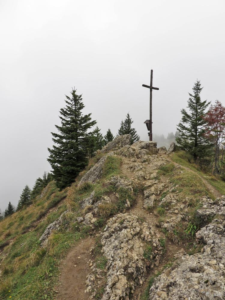 am Gipfel des Hochhäderich - an diesem Tag bot der Gipfelblick leider wenig Aussicht
