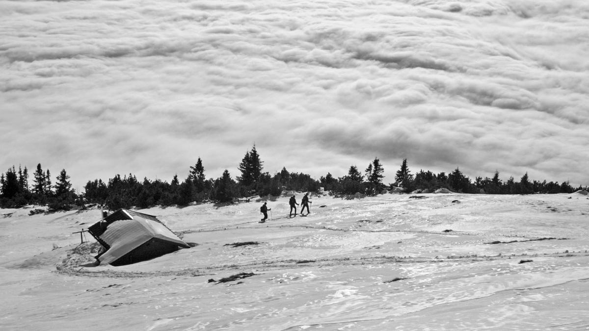 irgendwann muss man dann doch in das Tal absteigen - auch wenn es über den Wolken weit attraktiver erscheint