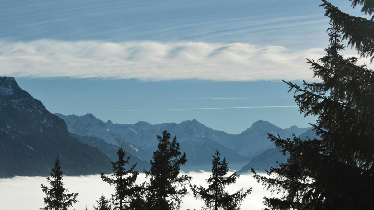 offenbar wird diese Wolkenformation auch als Kelvin-Helmholtz-Welle bezeichnet