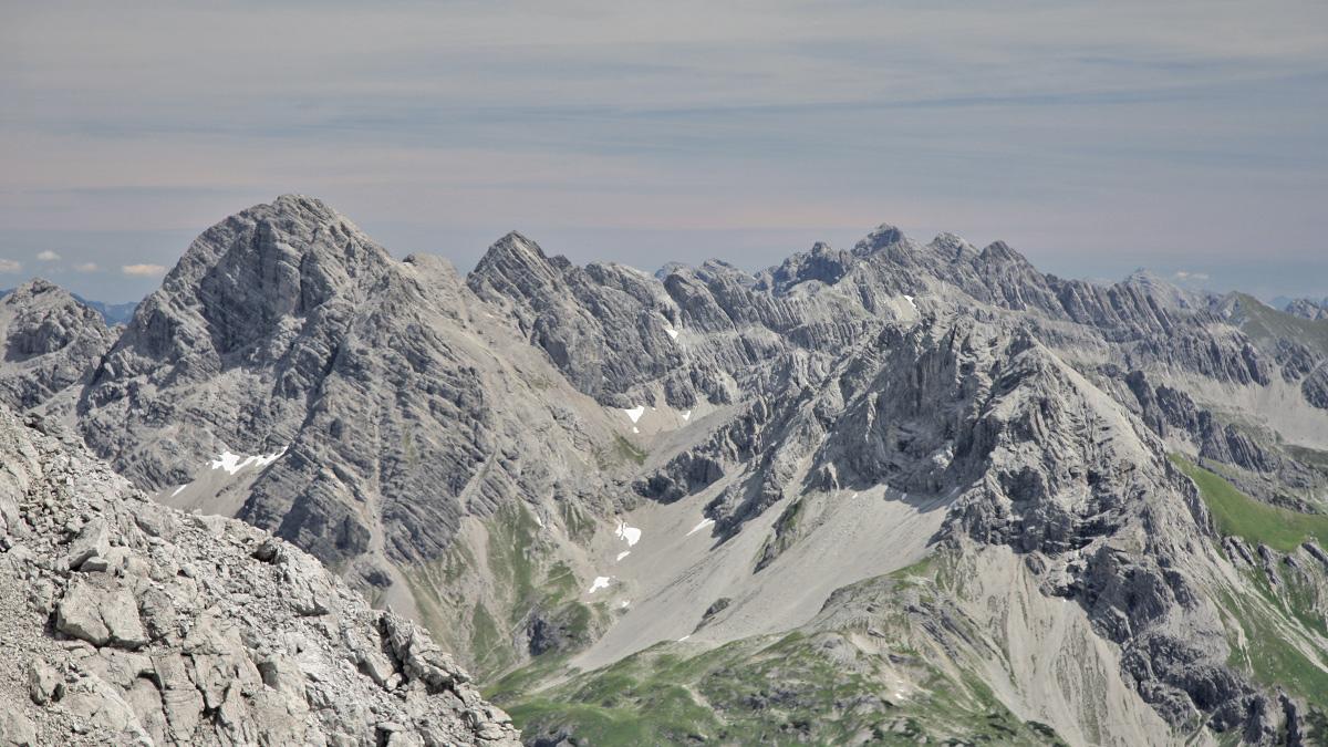 Gipfelblick vom Hohen Licht hinüber zu der Hornbachkette