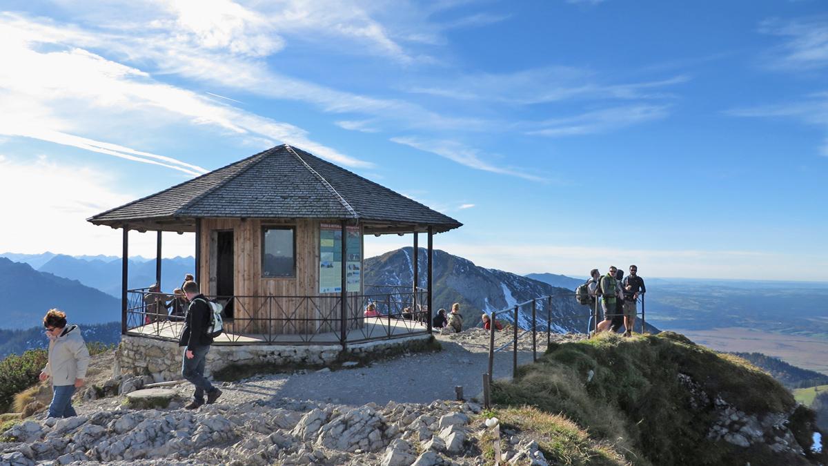 das Pavillon am Gipfel des Herzogstandes