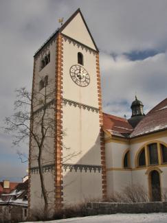 Turm der Stiftskirche St. Mang
