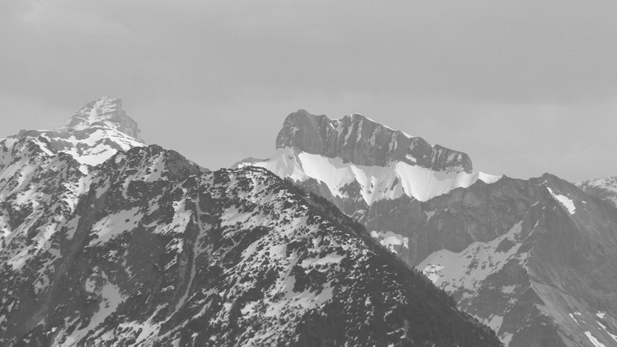das Gipfeldach des Hochvogels und der elegante Schneck vom Geißberg aus betrachtet