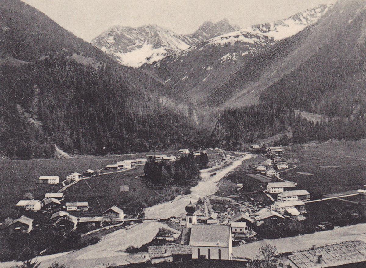 der Ort Bach mit dem Eingang zum Madautal (ca. 1905) - noch bis in die Mitte des 19. Jahrhunderts wurde der Ort Lend genannt