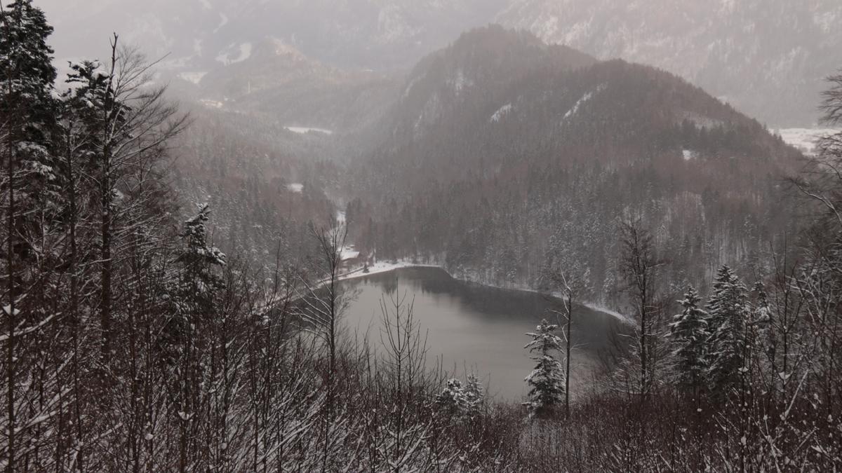 Blick von der Neuen Saloberalpe hinab zum Alatsee und in das anschließende Faulenbachtal