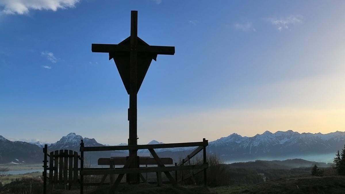 das Gipfelkreuz am Buch - nicht am höchsten Punkt aber mit freier Sicht nach Süden