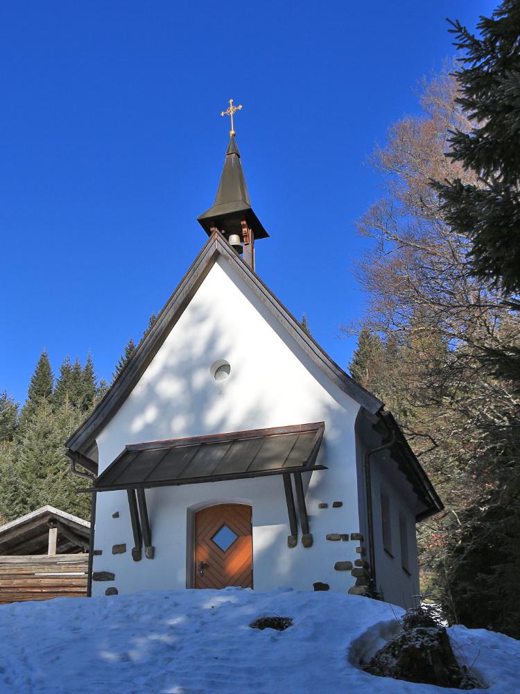 die kleine Schwandecker Kapelle westlich des Tiefenbacher Ecks