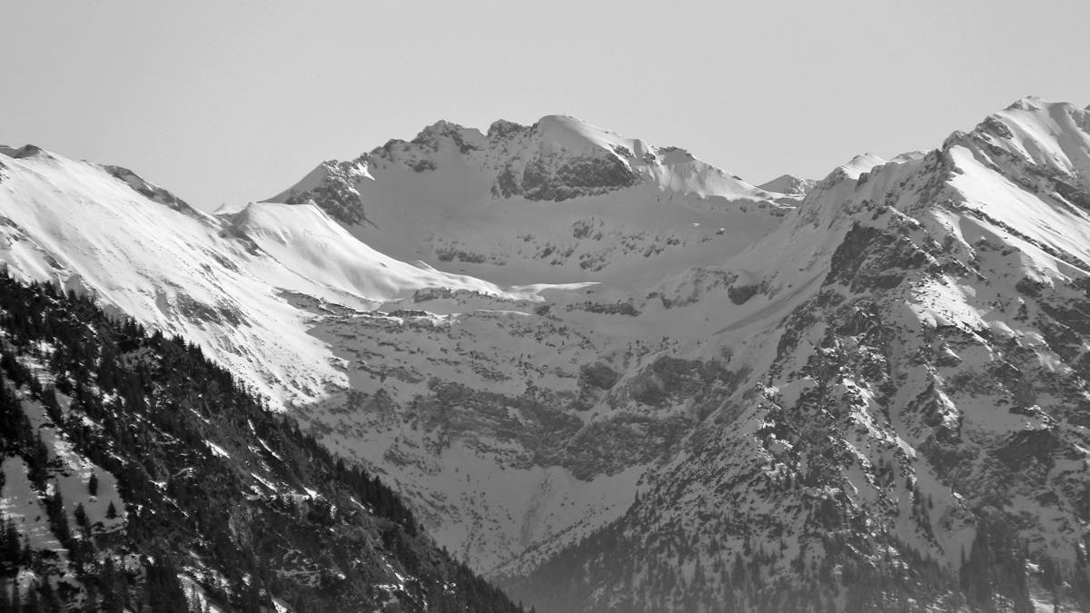 Ausblick vom Boaleskopf hin zu Kälbelespitze und Kastenkopf