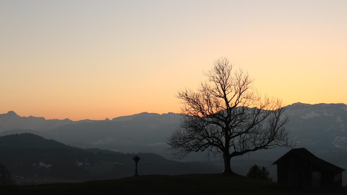 im letzten Licht des Tages - Ausblick vom Stauffenbichl über das Illertal