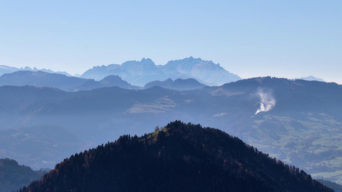 Ausblick vom Koppachstein hinüber zum Hittisberg und dem schweizerischen Säntis