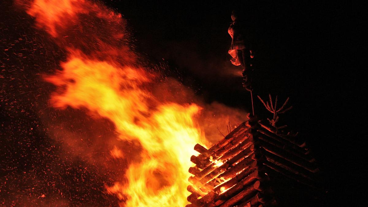 das Abbrennen des Funkenfeuers geht wahrscheinlich aus vorchristlichen Gebräuchen hervor - ob dabei ein keltischer oder romanischer Ursprung zugrunde liegt muss offen bleiben