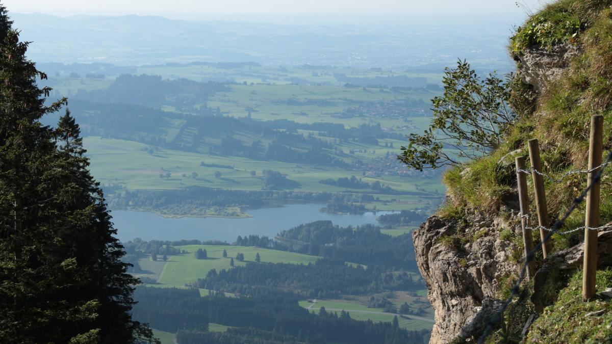 Ausblick vom Schlussanstieg zu der Alpspitze hinunter zum Grüntensee