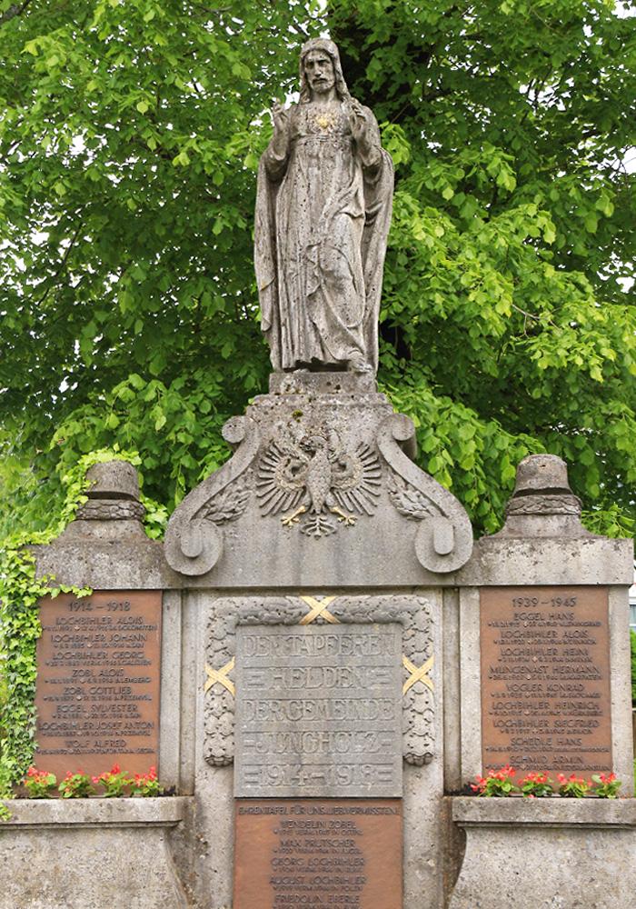 Kriegerdenkmal nahe der Pfarrkirche in Jungholz