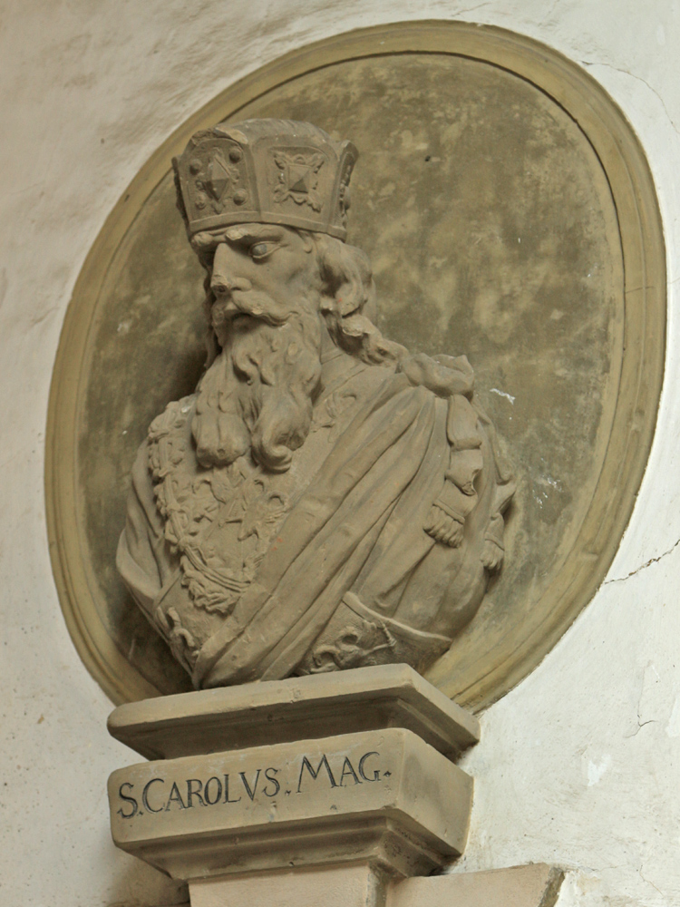 Bildnis Karls des Großen (lateinisch Carolus Magnus oder Karolus Magnus; * wahrscheinlich 2. April 747 oder 748; † 28. Januar 814 in Aachen) war von 768 bis 814 König des Fränkischen Reichs und erlangte am 25. Dezember 800 als erster westeuropäischer Herrscher seit der Antike die Kaiserwürde (Wikipedia)