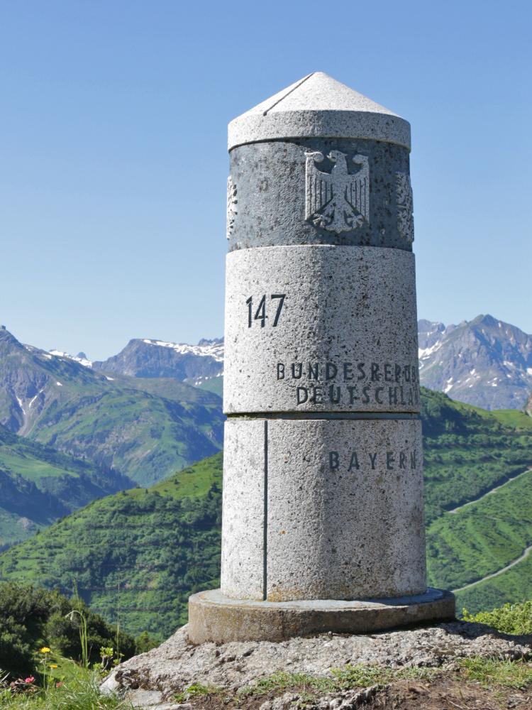der südlichste Punkt Deutschlands - der Grenzstein 147 am Haldenwanger Eck